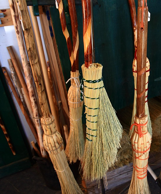 broom shop d
