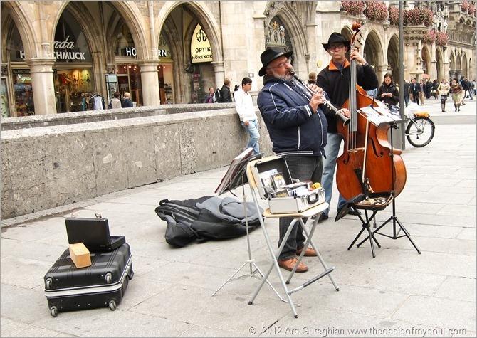 Musicians in Marionplatz-2 xxx