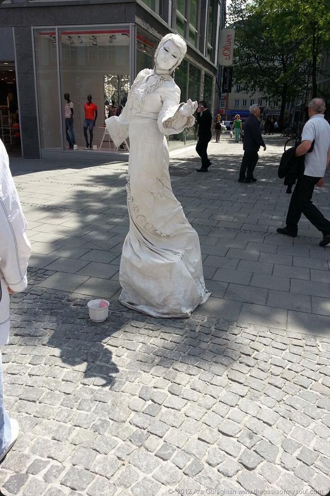 Live Statue xxx